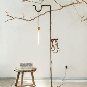 גוף תאורה 'נזירי'    Floor Light Object