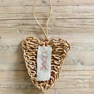 לב סרוג בעבודת יד | Handmade Knitted Heart